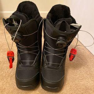 Women's mint BOA burton snowboard boots